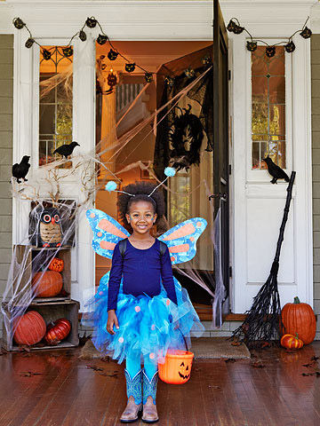 kid friendly halloween decorations and spooky snacks. Black Bedroom Furniture Sets. Home Design Ideas