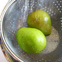 wash pears - Can You Freeze Pears