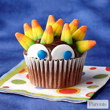 peeking monster cupcake - Halloween Kid Foods To Make