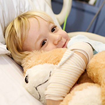 Toddler lying in a hospital bed