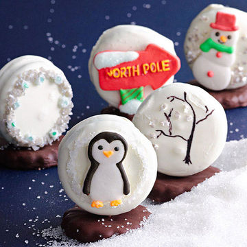 Sandwich cookie snowglobes