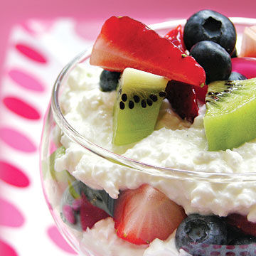 parfait made with sliced fruit and low-fat cottage cheese