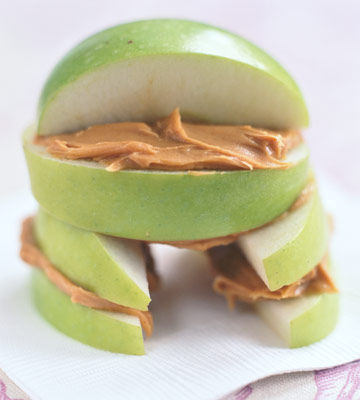"""""""house"""" made of apple slices and peanut butter"""