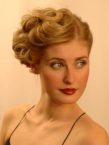 SpOccHair_Blond hair curls pinned up front