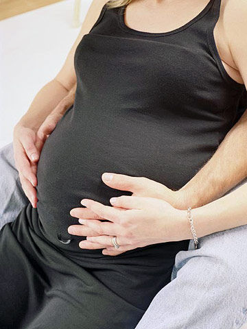 Man supporting pregnant woman