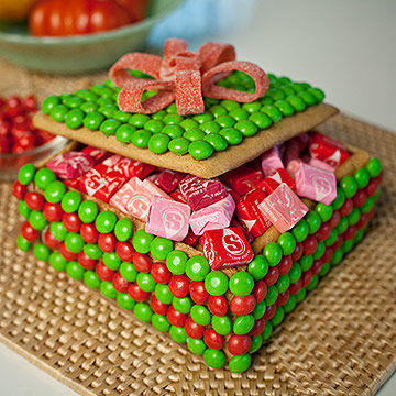 Gingerbread box with starbursts