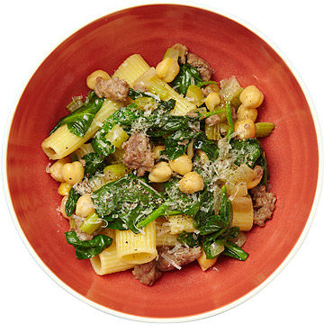 Rigatoni With Chickpeas, Spinach, and Ground Lamb