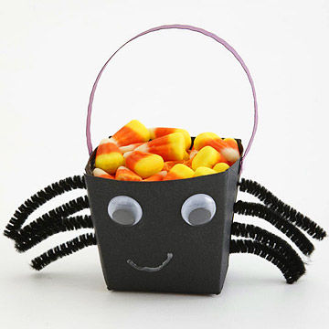 make a spider halloween treat bucket - Halloween Treat Holders