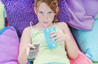 Study: TV Watching Linked to Unhealthy Eating Habits for Kids 29667