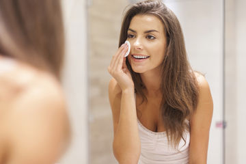 http://images.parents.mdpcdn.com/sites/parents.com/files/styles/width_360/public/woman-applying-moisturizer_0.jpg