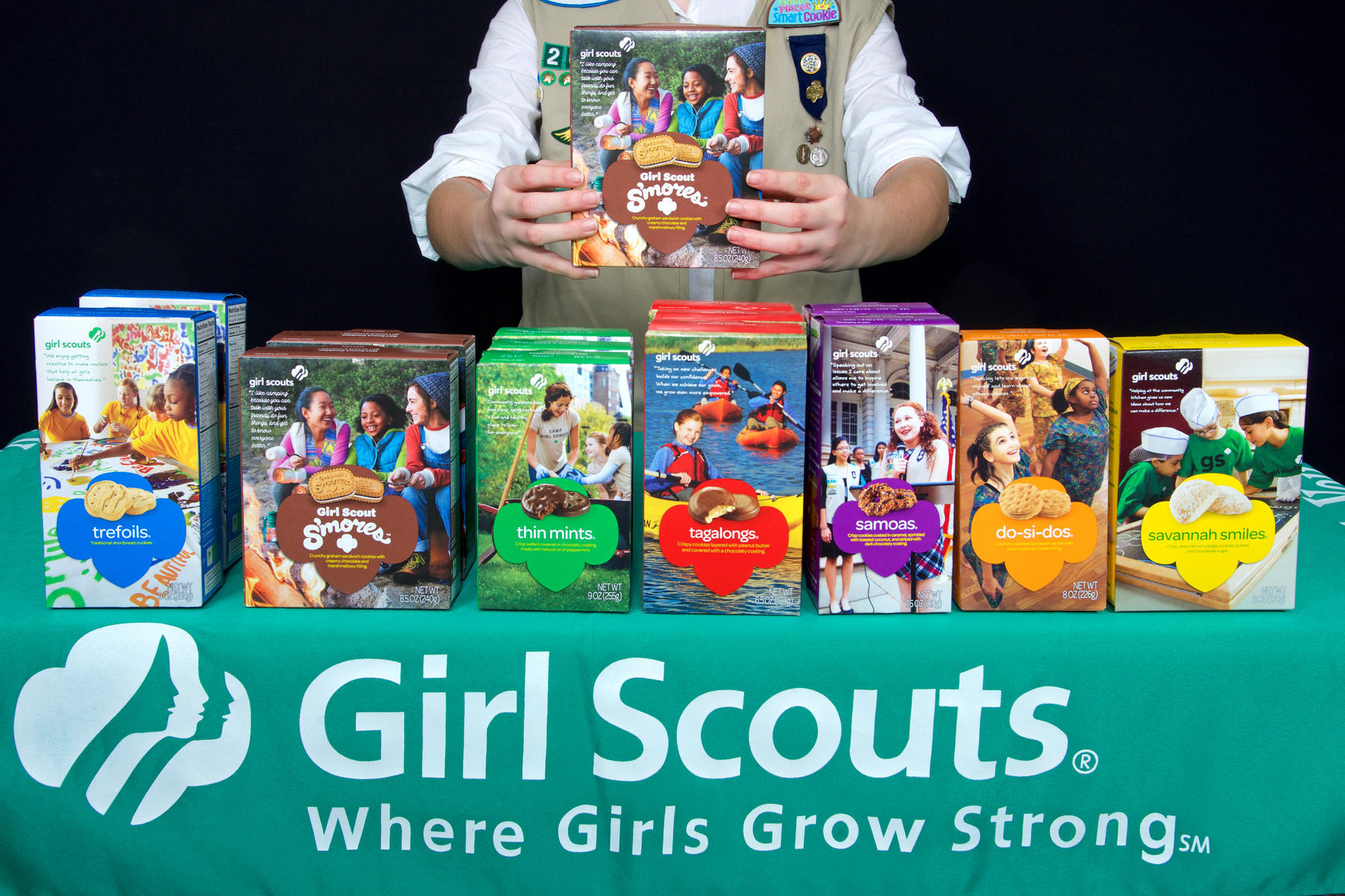 Girl Scout Sells Cookies Outside Cannabis Dispensary