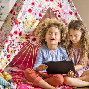Bilingual Spanish Apps Two Girls On Tablet