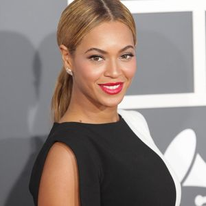 Beyonce Ponytail Red Lips