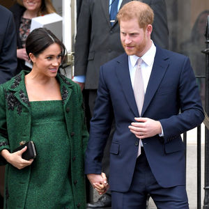 pregnant green dress meghan markle and prince harry