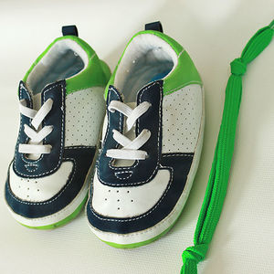 Shoelace guide