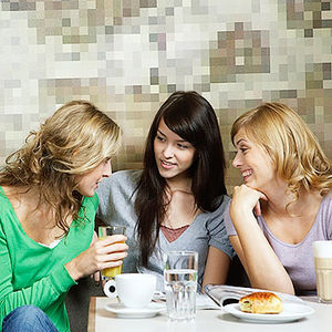 friends talking at a cafe