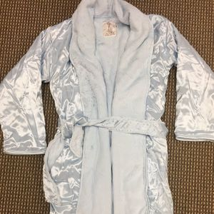 Little Giraffe Recalls Children's Robes Due to Violation of Federal Flammability Standard recall image