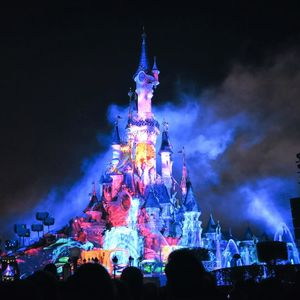 disney castle paris night lights show