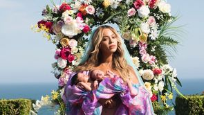 Beyonce introduces her twins to the world!_still