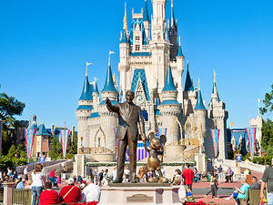 Disney World Vs Disneyland Which Park Is Right For You Parents - The 12 best disneyland attractions for your little princess