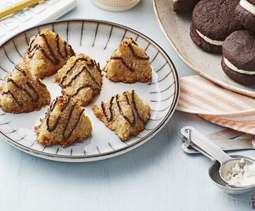 Chocolate-Drizzled Macaroons