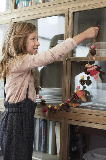 Fun Fall Crafts for Kids Girl Hanging Thanksgiving GARLAND