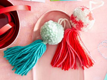 Handmade Ornaments Yarn Pom-Poms and Tassle