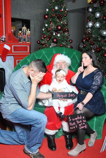 older sibling and baby photo ideas - Our Favorite Holiday Pregnancy Announcements