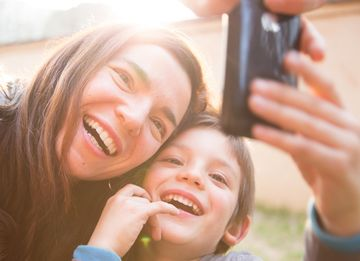 dating mom taking selfie with kid