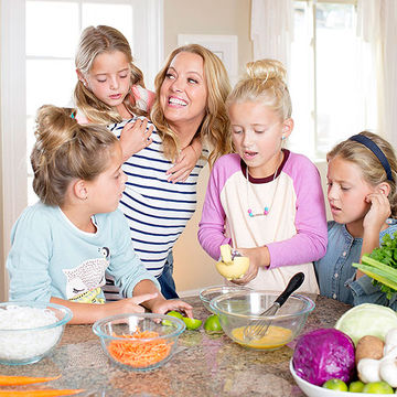 Melissa prepping food with her four daughters