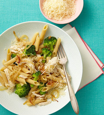 Pasta with Sweet Onions, Broccoli, and Chicken