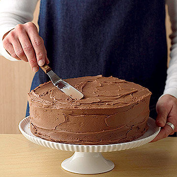 frosting chocolate birthday cake