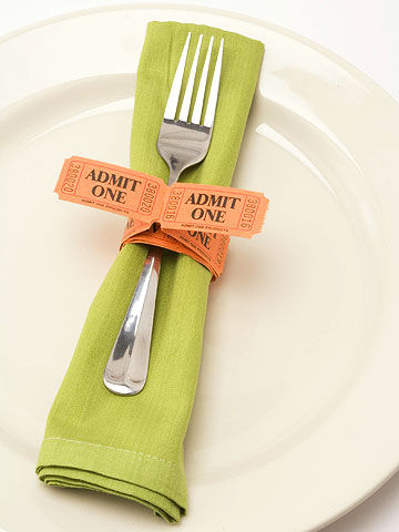 table napkin setting