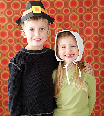 children wearing pilgrim hats