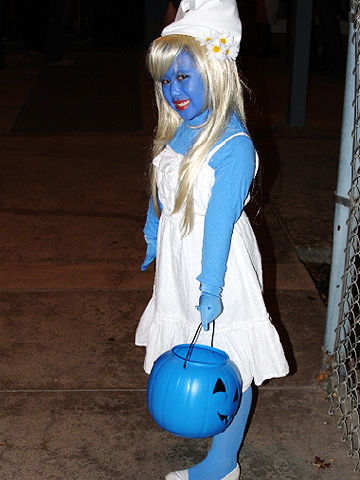 Easy little girl halloween costumes from real moms smurf halloween costume solutioingenieria Images