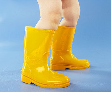 toddler wearing rain boots