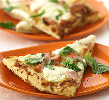 White Pizza with Smoked Turkey