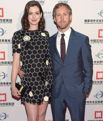 anne hathaway pregnant 2016 and adam shulman
