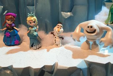 frozen figures from little kingdom