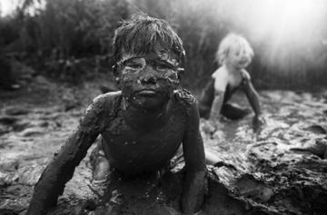 Photographer Niki Boon captures her children's completely screen-free life in rural New Zealand.