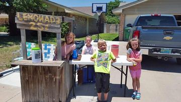 Addison Witulski spent her weekend running a lemonade stand to raise money for her seven-year-old brother's heart surgery.