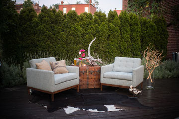 Rugged lounge decor ideas for a baby shower for men or dadchelor party.