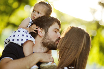 Study shows witnessing parents kissing and being affectionate has a positive affect on kids' health.
