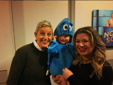 kelly clarkson and daughter with ellen degeneres