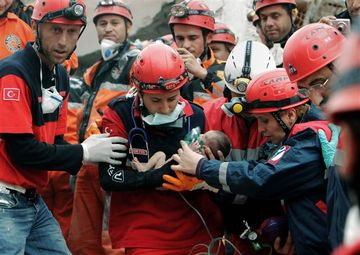 Rescuers Save 2-Week-Old Baby from Turkey Earthquake Rubble 29329