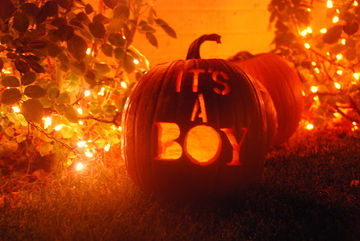 Jack o' lantern gender reveal idea for expectant couples