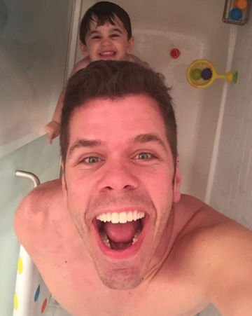 Perez Hilton bathtime with son