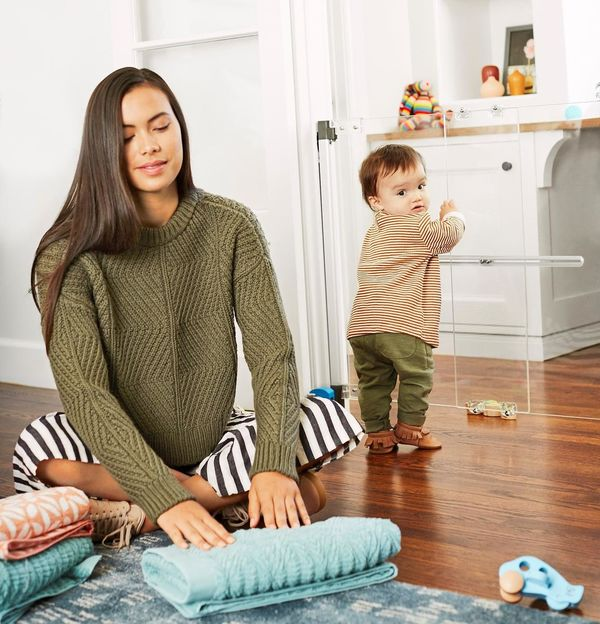 Clever Childproof Products Mother with Baby and Clear Gate