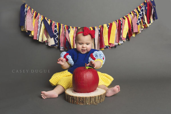 Snow White photo shoot apple