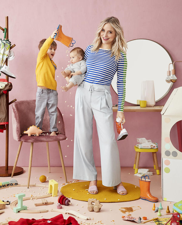 Jenny Mollen Stripe Shirt Messy Pink Room With Kids